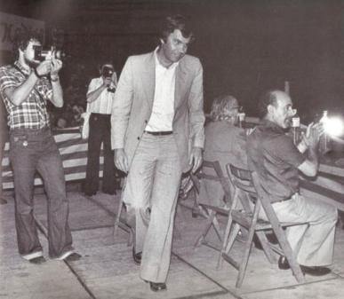 Felipe González en un mitin del PSOE en Alicante, 1977 (foto: Tono Marín).